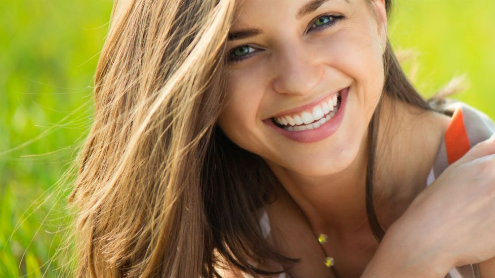 6 Foods That Protect and Whiten Your Smile