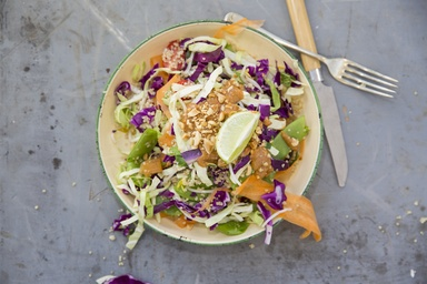 Healthy recipes nutritious delicious ideas food matters thai quinoa salad with spicy peanut dressing forumfinder Images