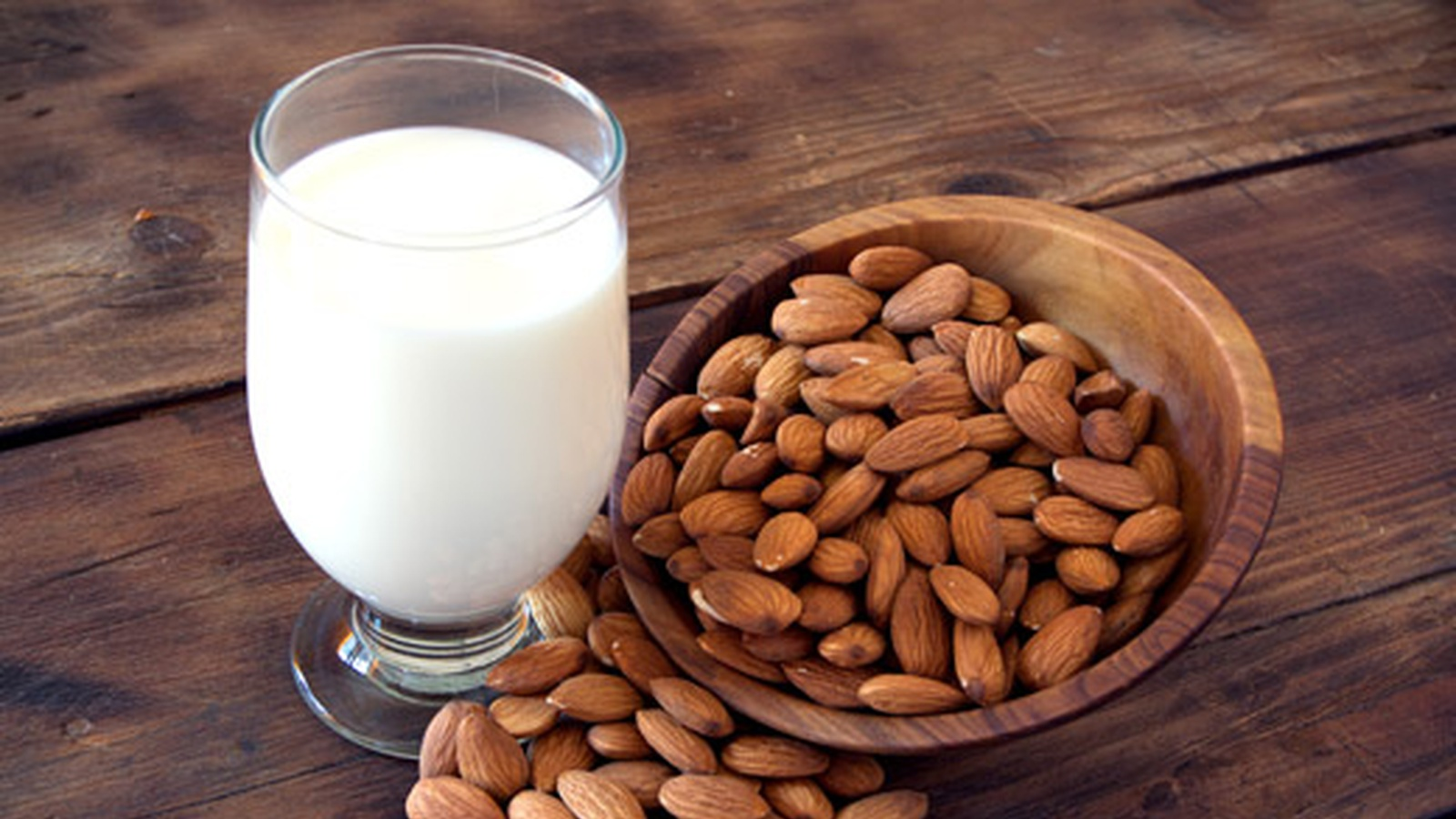 How to Make Nutrient-Rich, Additive-Free Nut Milks In Under 5 Minutes