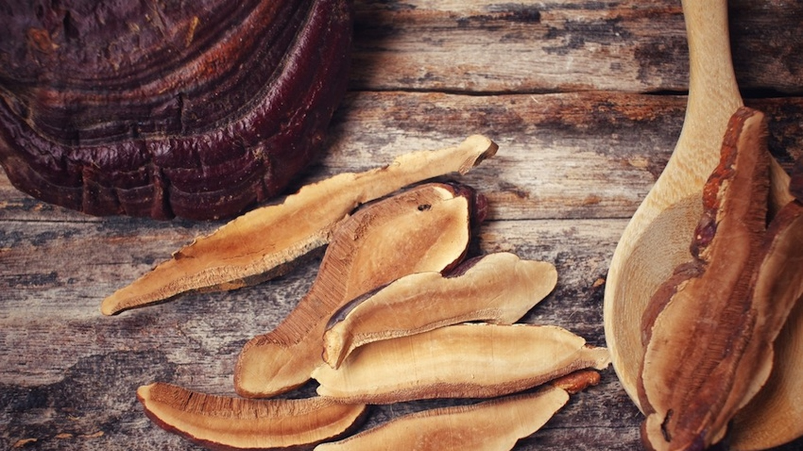 9 Ways That Reishi Mushrooms Boost Your Health