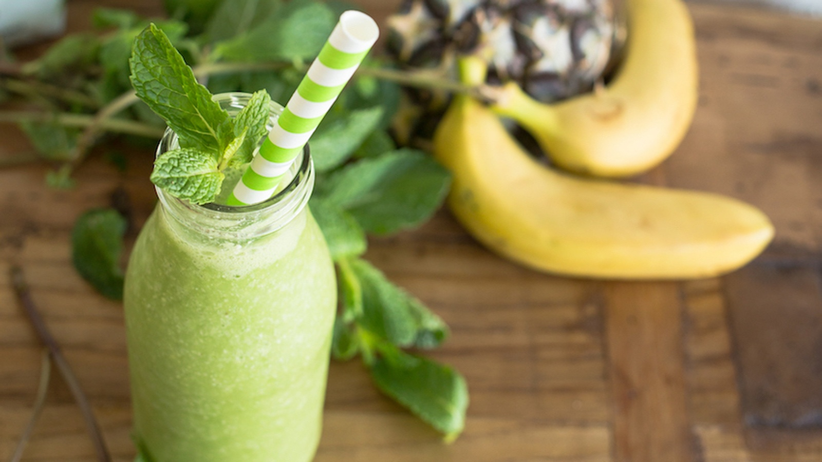 How to Build the Perfect Green Smoothie (Infographic)