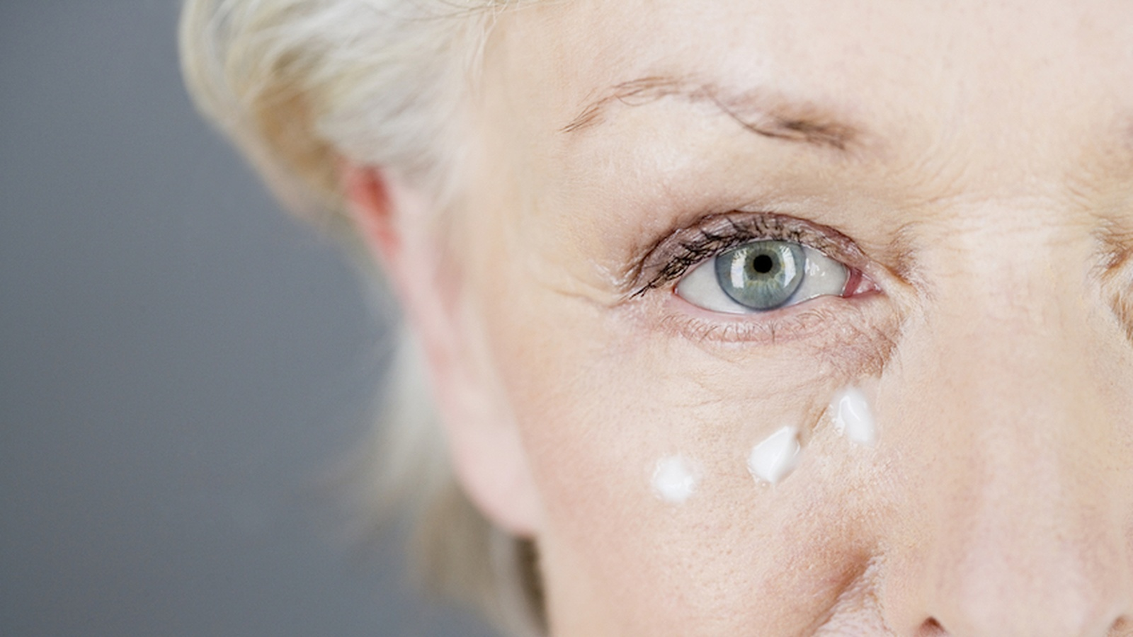 7 Moisturizing Mistakes That Quickly Age Your Skin