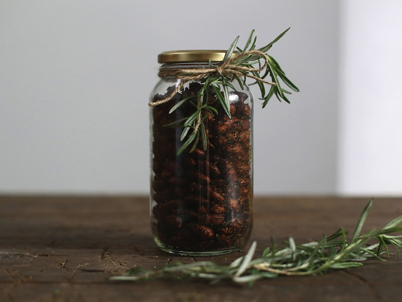 Smoked Paprika & Rosemary Almonds (The Perfect DIY Gift)