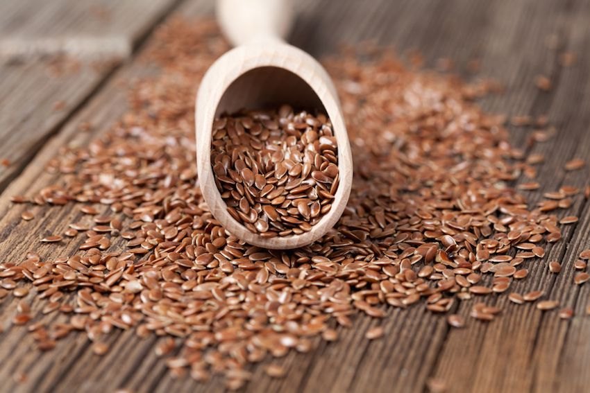 8 Incredible Reasons To Eat Flax Seeds (And How To Use Them!)