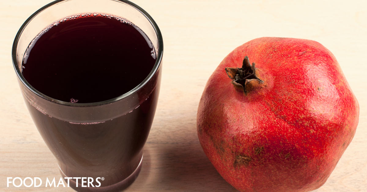 Pomegranate juice juice from the tree of life food matters - Deseed pomegranate less one minute video ...